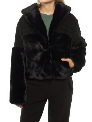 Carla fakefur jacket black 1 - invisable