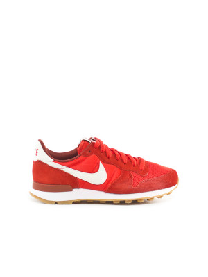 Internationalist wmns sneaker red 1 - invisable