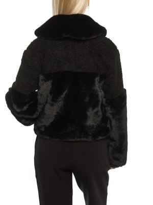 Carla fakefur jacket black 3 - invisable