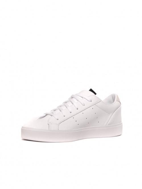 Sleek sneaker white